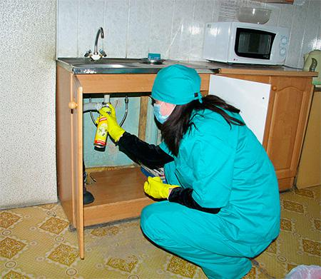Обработка мебели от тараканов